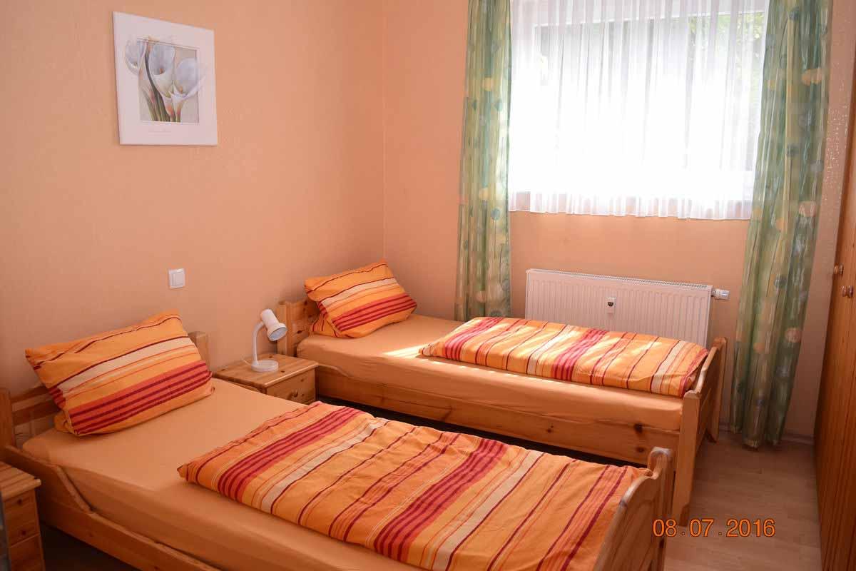 Schlafzimmer 1 - Ferienwohnung Weingut an der Saar Weingarten