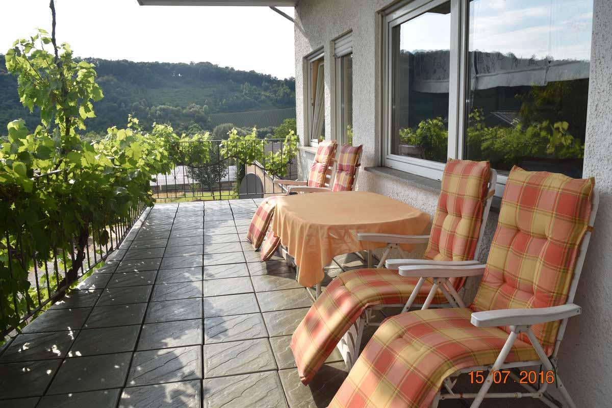 Terrasse - Weingut an der Saar Ferienwohnung Weinlaube