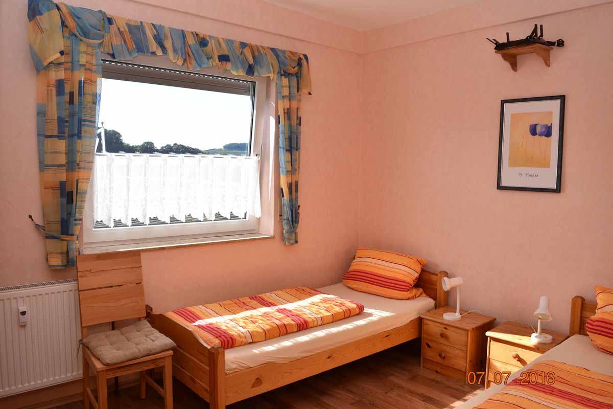Zweibettzimmer - Weingut an der Saar Ferienwohnung Weinlaube
